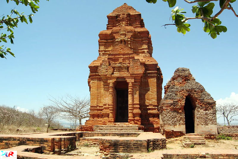 Poshasu Cham Tower in Muine