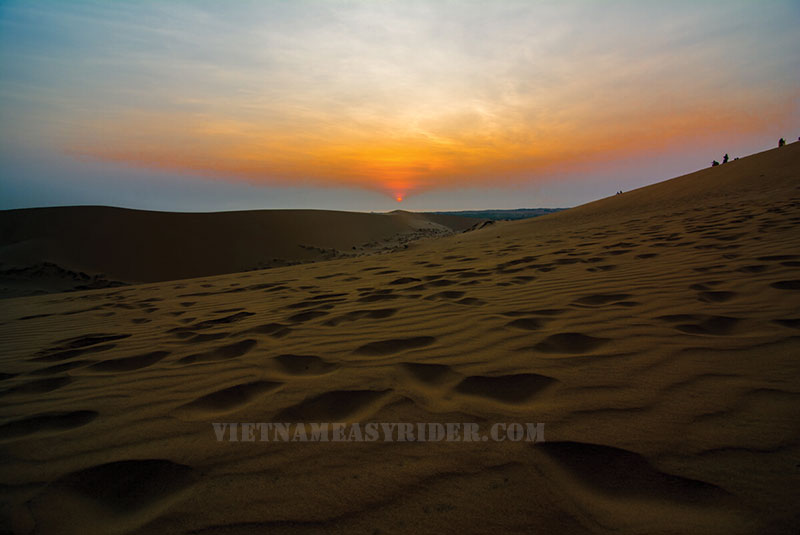 sunrise-at-the-white-sand-dunes