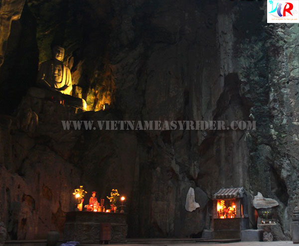 Huyen-Khong-cave-at-marble-mountain